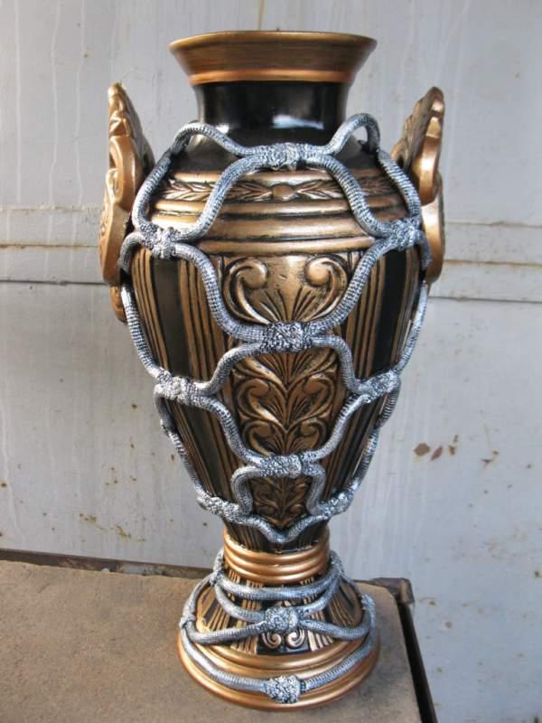 Купить Ваза КубокХудожественно - декоративные изделия (скульптура, вазы для цветов и декоративные настенные украшения и др.) из керамики