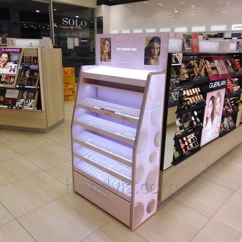Витрина магазина косметики