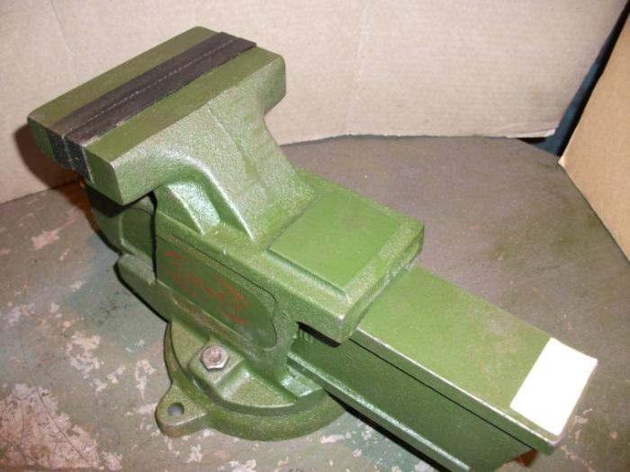 Тиски слесарные 200 мм с поворотной плитой ГОСТ 4045-75