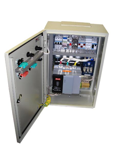 Шкаф управления насосной установкой с устройством плавного пуска двигателя