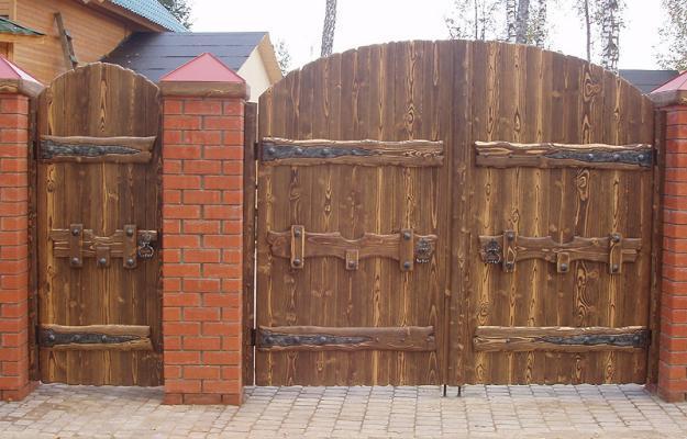 Ворота деревянные по договорной цене в Ровно, Украина