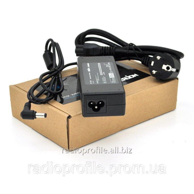 Купить Блок живлення MERLION для ноутбука TOSHIBA 19V 4.74A (90 Вт) штекер 5.5 * 2.5 мм, довжина 0,9 м + кабель живлення