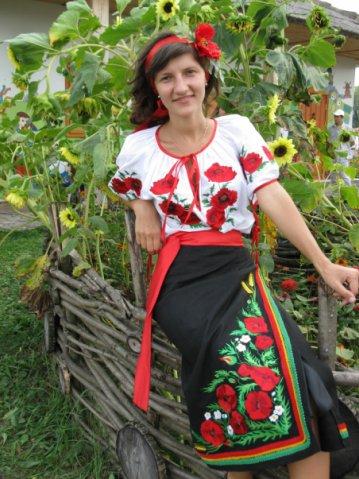 Вишиванка Костюми національні Одяг народний Вишита сорочка та вишита  спідниця! Машинна вишивка e8eeb1ab374ac