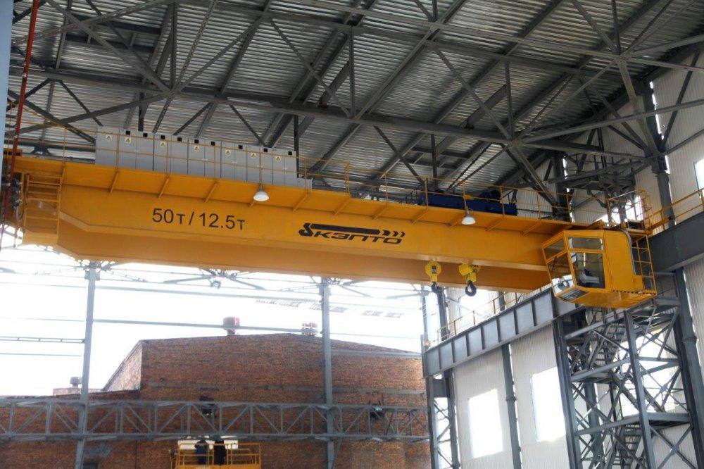 Buy Cranes lifting heavy pavements