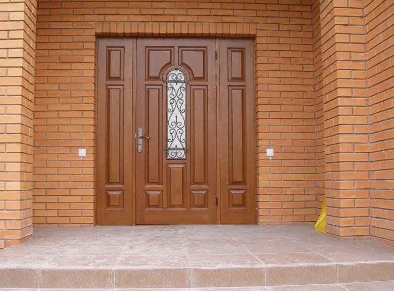 входные двери в дом из дерева
