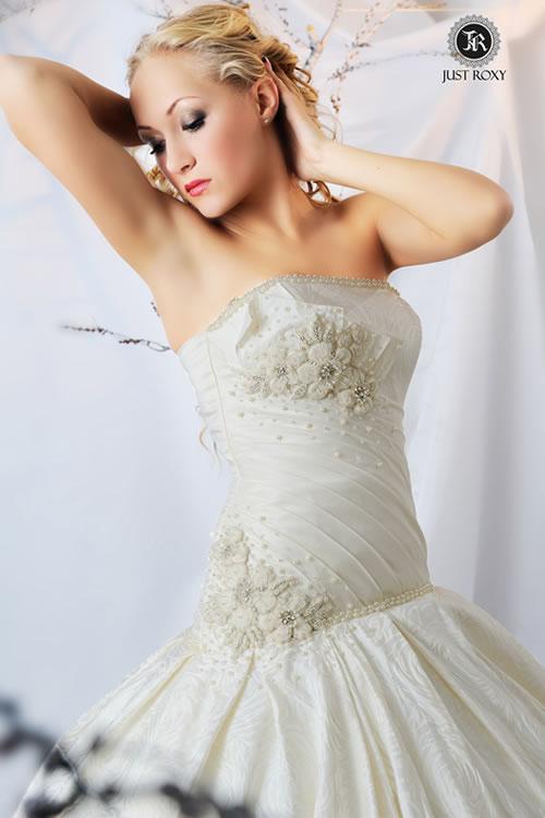 свадебное платье вышитое стразами