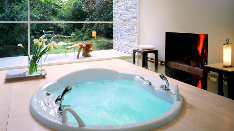 The Gemini collection, Jacuzzi, hydromassage bathtubs, shower cabins ...