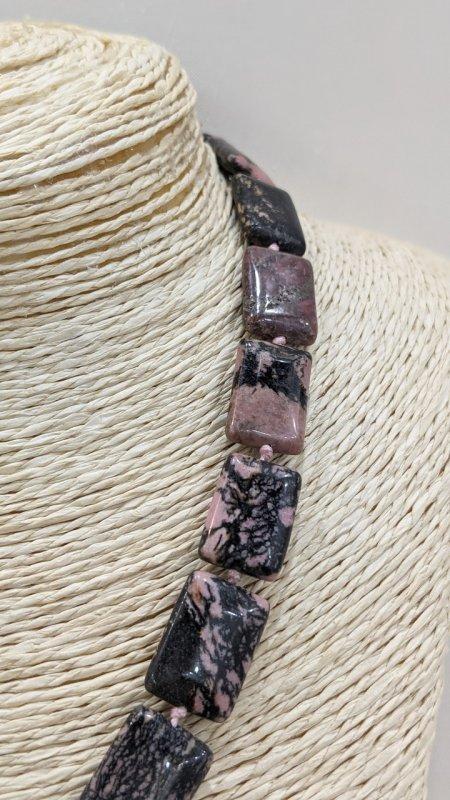 Купить Колье из натурального камня Родонит.