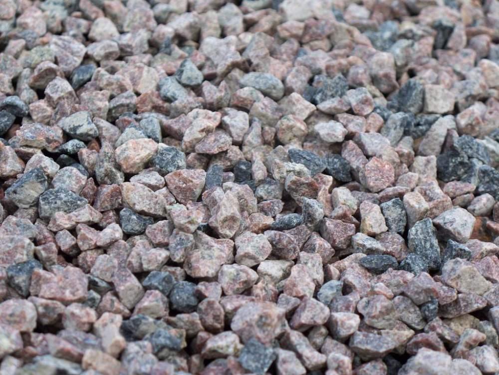 Получившийся в итоге материал - гравийный щебень - не так прочен