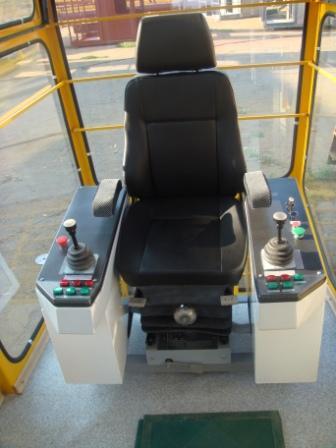 Купить Кресло-пульт управления кабины машиниста.