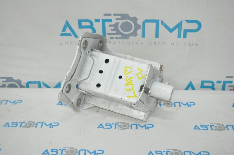 Купить Клык усилителя переднего бампера лев Nissan Leaf 11-12, гнутый 75115-3NA0A