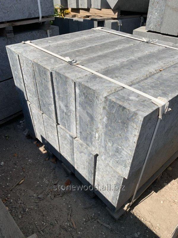Бордюр тротуарный из гранита серый ГП-1 Лабрадорит