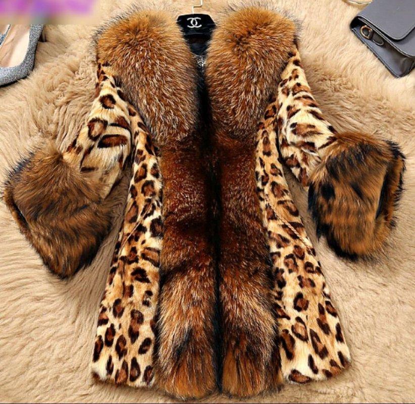 Теплая меховая женская куртка с лисьем воротником .