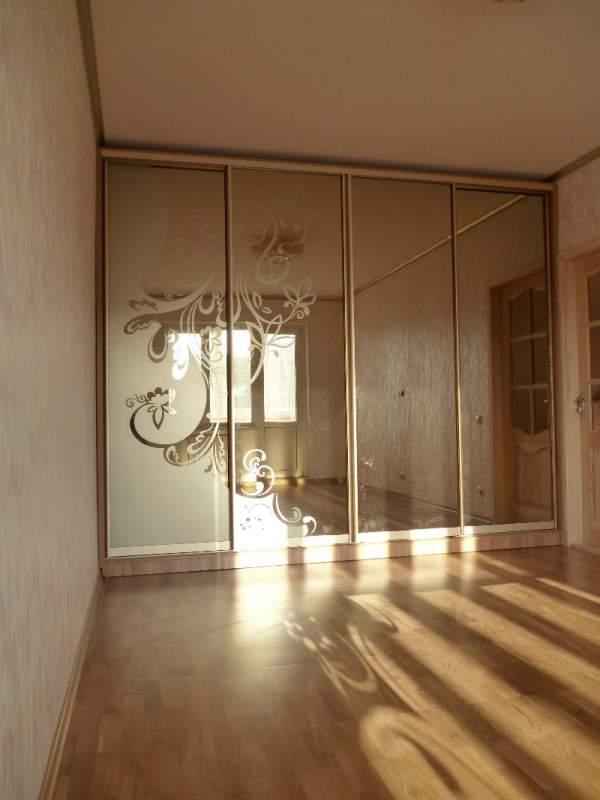 Купить Зеркало с пескоструйным рисунком для шкафа-купе, под заказ