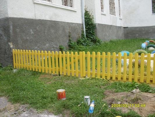 Заборчик для клумбы из реек
