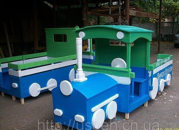 Машинка из дерева на детскую площадку своими руками фото
