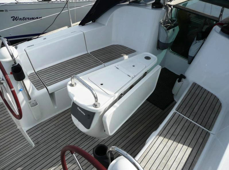 Buy Yachts are sailing, the Sun Odyssey 39i yach