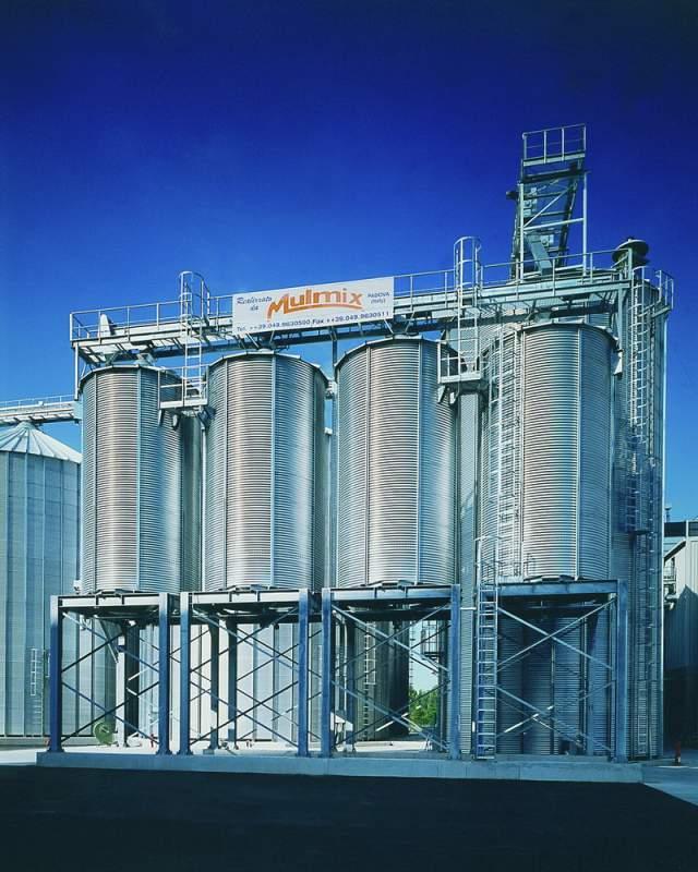 Купить Экспедиторский силос используются преимущественно для повторной поставки зерна. Они широко применяются в хранилищах, где необходимо максимально сократить время погрузки транспортных средств