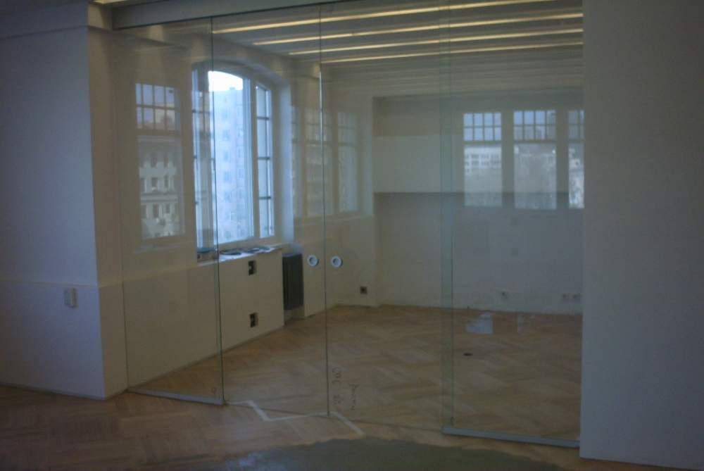 Двери стеклянные межкомнатные, перегородки стеклянные