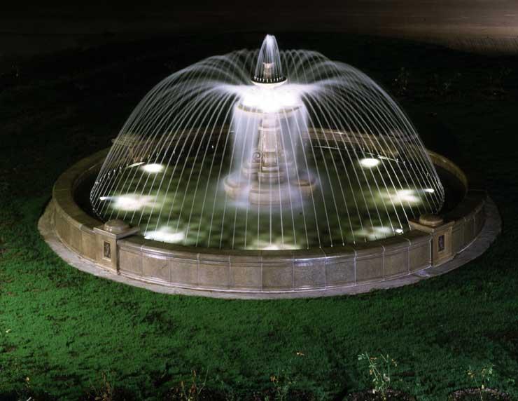 Декоративные садовые фонтаны и бассейны