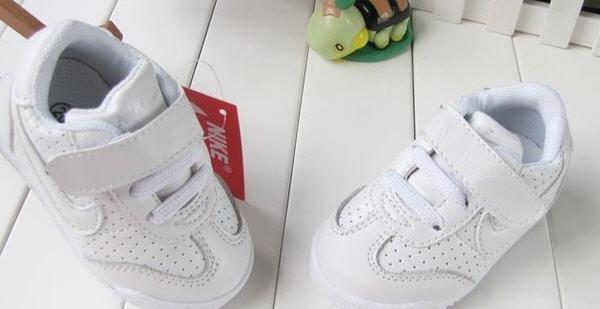 Білі кроссовки nike купити в Хмельницький 8cff2720600e1
