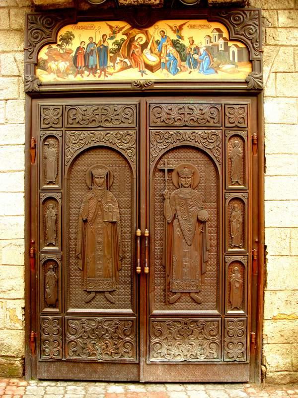 входные церковные двери