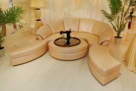 Большой круглый семейный диван в