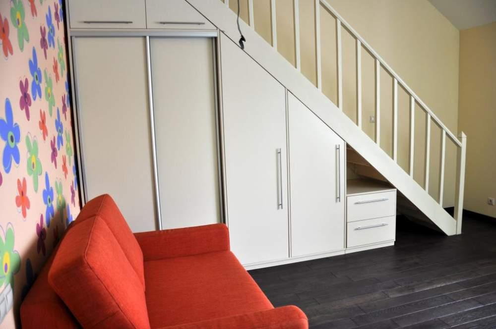 Шкаф купе под лестницей фото