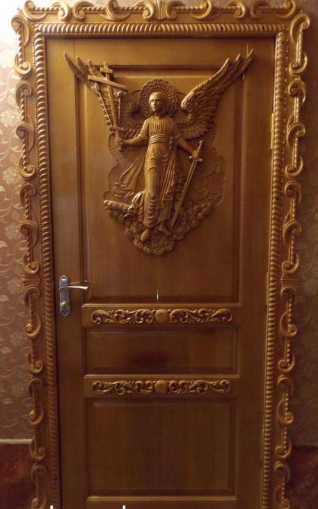 Резные двери
