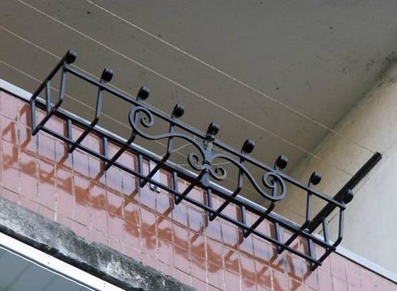 Цветочницы балконные, металические корзинки для цветов на ба.