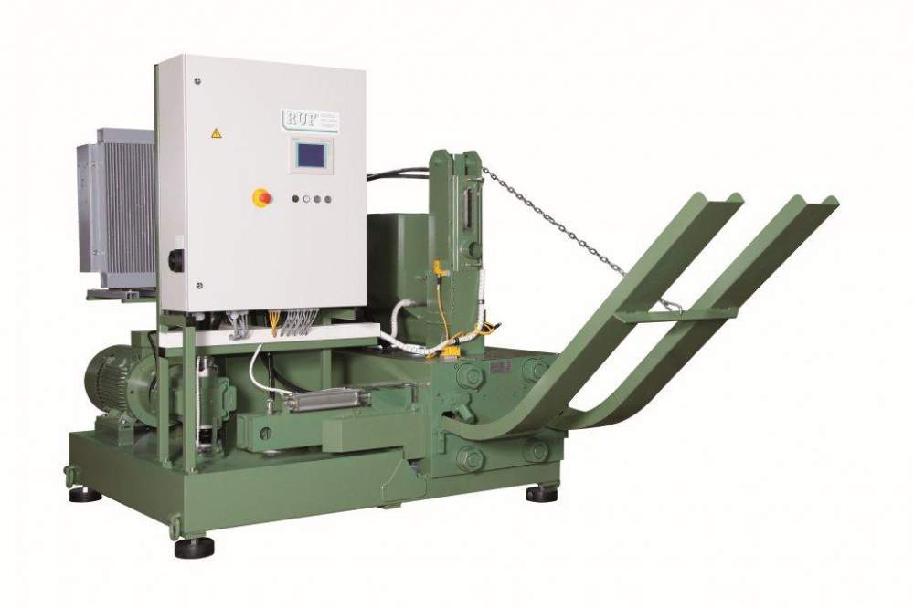 Брикетний прес RUF 400 виготовляє брикети розміром 150 х 60 мм у перетині (німецький стандарт DIN 51731)