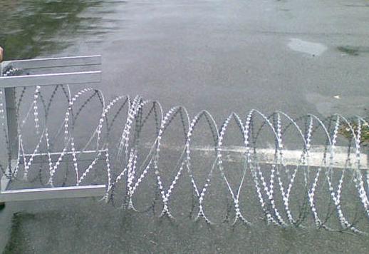 Барьер защитный из ЕГОЗЫ диам. 600мм. Заграждения колюче-проволочные, концертина, Егоза.