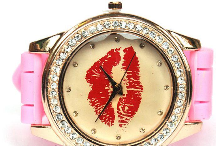 Купить Часы на резиновом ремешке женские