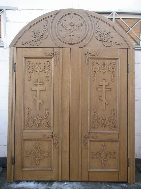 двери входные в церковь