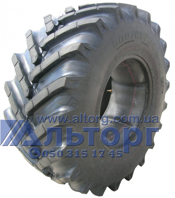The tire SM-101 800/65R32 178A8 on the combine