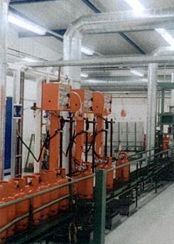 Установки универсальные тип FAS / NINNELT для заправки бытовых  и промышленных баллонов пропан-бутаном, а также другими газами в рядном исполнении