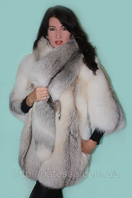 Шуба полушубок из полярной лисы «Fanny» со съемной горжеткой Мод 21.