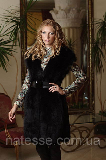 Жилет жилетка из цельного черного песца (перфорация) Blue fox long fur vest (perforated skins) in black