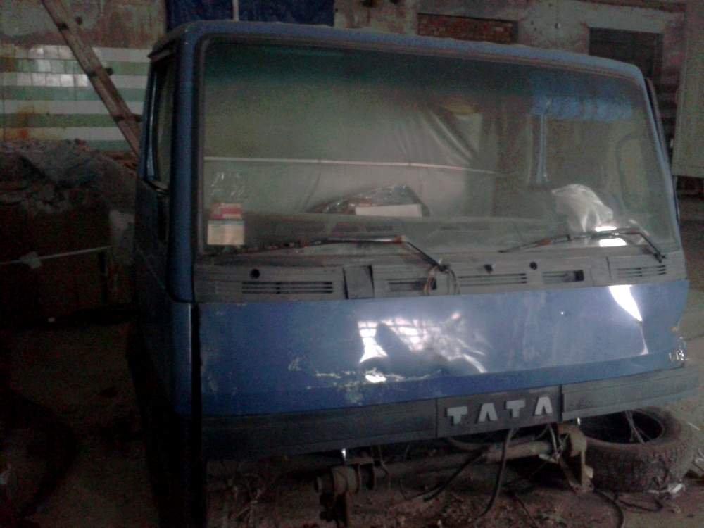 Кабіна  Tata-613