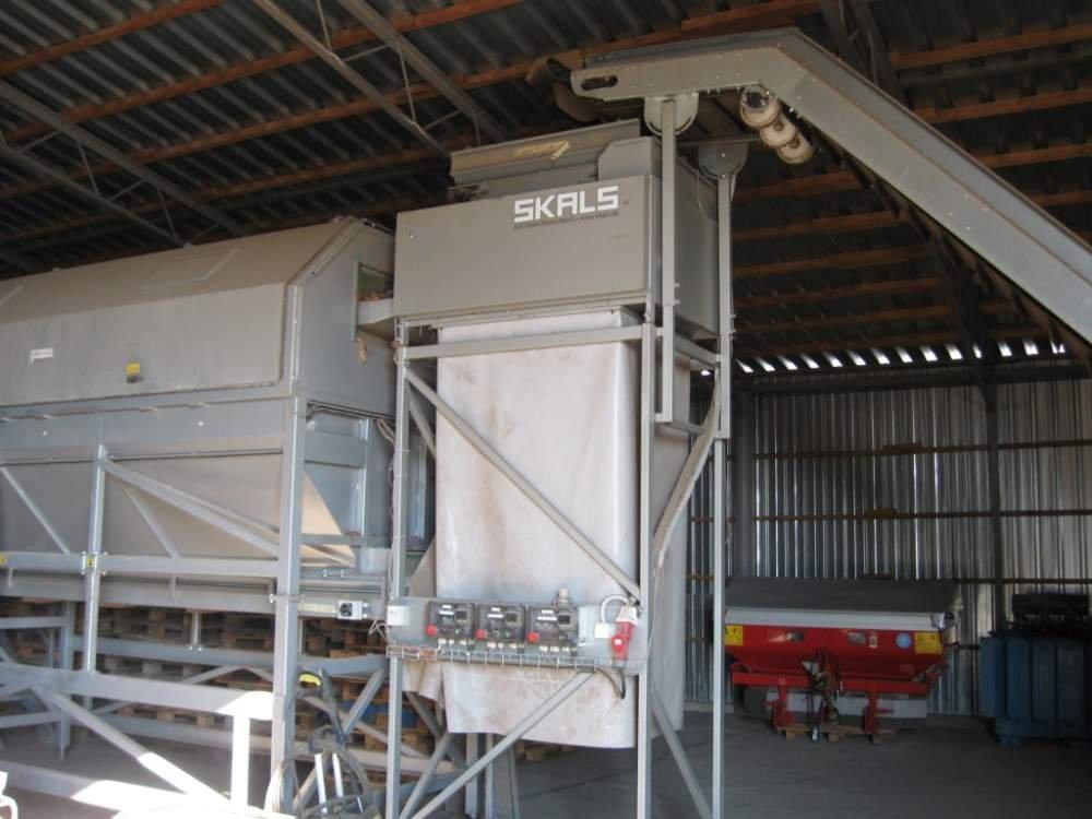 De verkoop van lijn voor het sorteren en verpakken van uien Skals Maskinfabrik