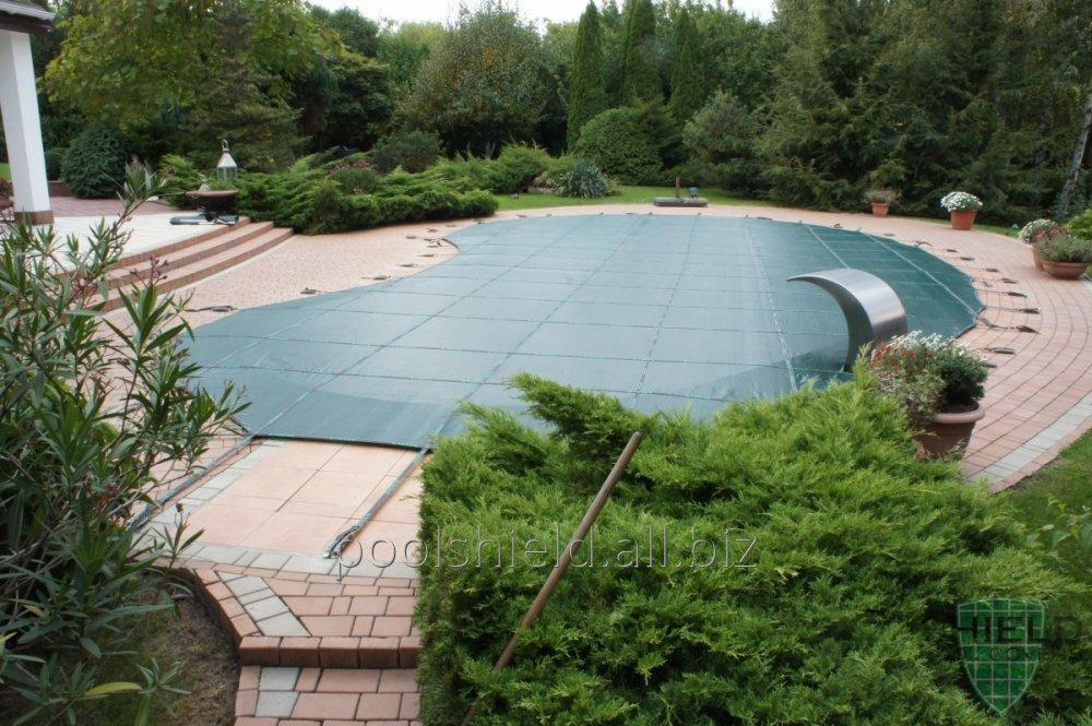 All-weather cover for the pool Shield