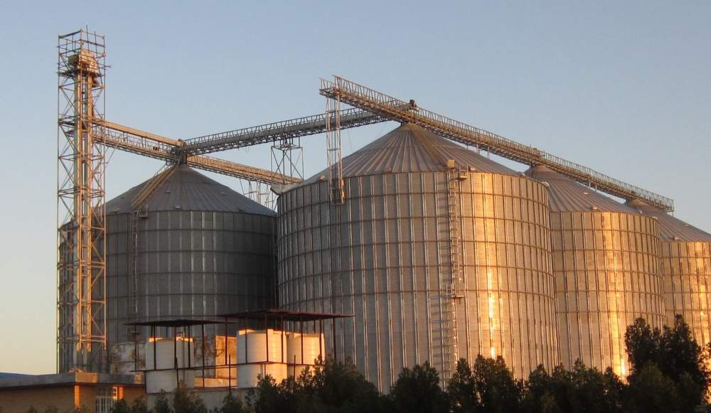 Silo with the flat bottom