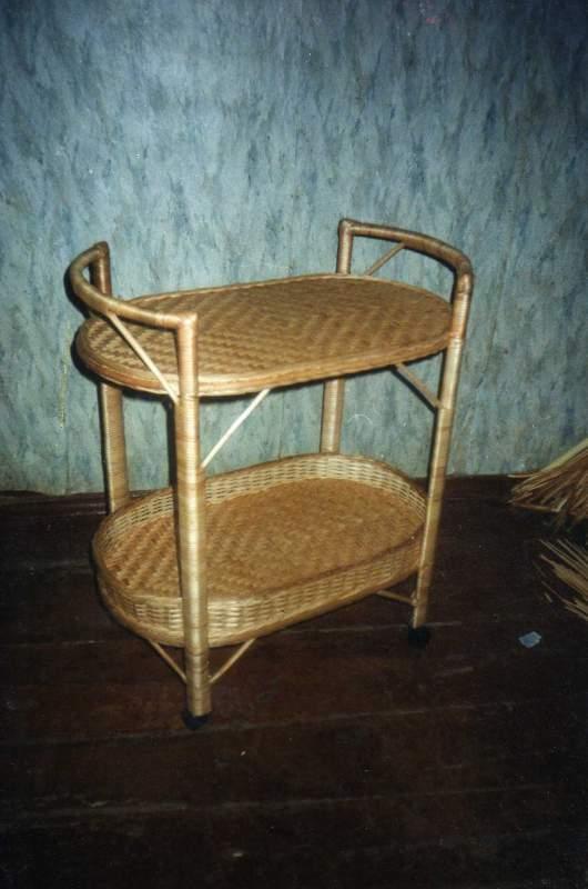 Столик сервировочный из лозы