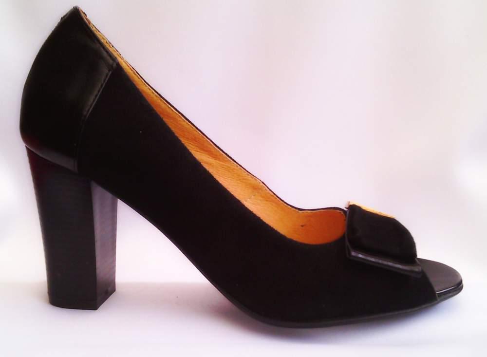 Модельные женские туфли на каблуке с открытым носком купить в ... 8d6f1b342df64