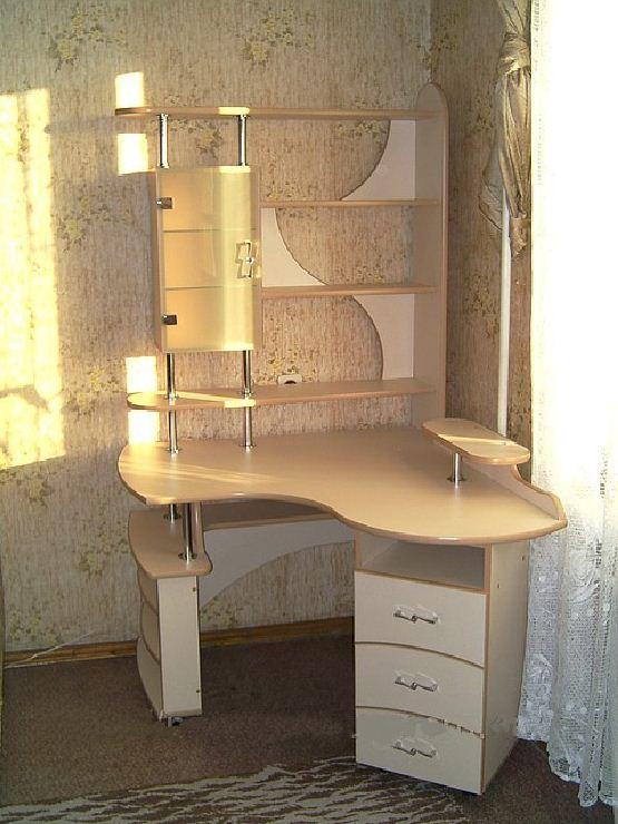 Письменные столы для детей с полками, письменный стол для шк.