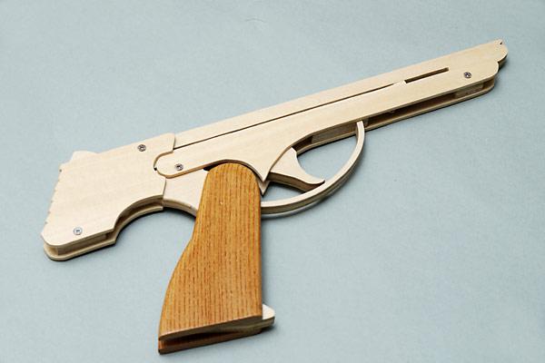 Пистолет стреляющий резинками сделать
