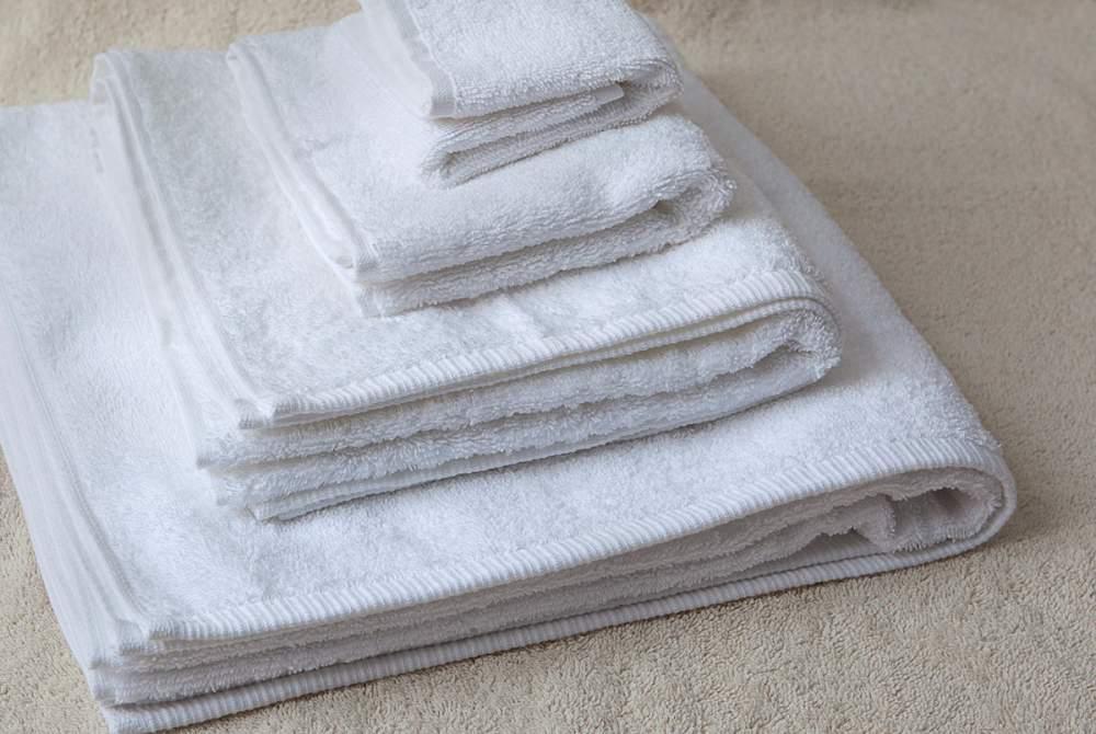 Купить Полотенца махровые,коврики для ног, (полная комплектация) для отелей.