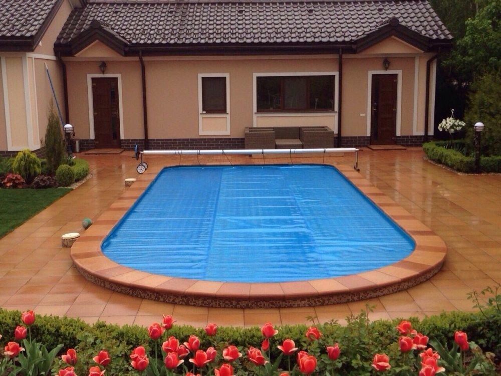 Yüzme havuzları için yaz kalkan kapak
