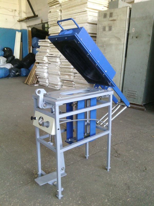 Press for gluing of sole of P-01