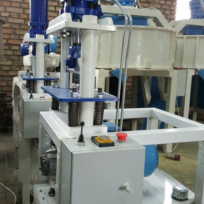 Гидравлическая гильотина для обработки кирпича под рваную фактуру.